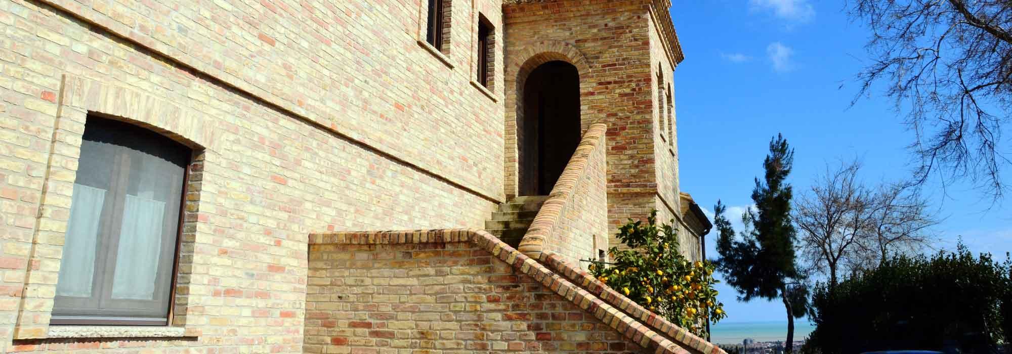 Casolare in muratura parzialmente ristrutturato tra le colline di Pineto – R15