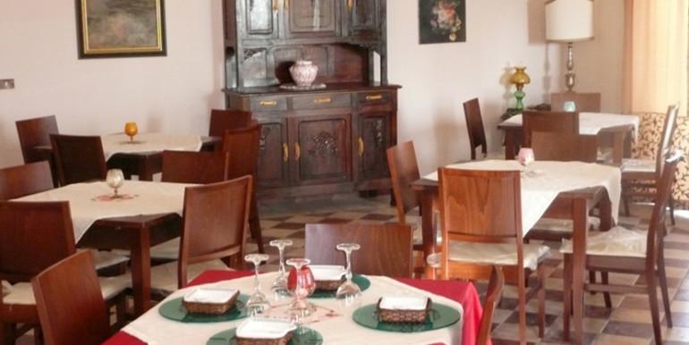 country-house-piscina-collina-rosburgo-immobiliare-12