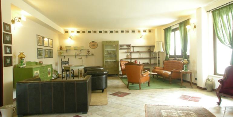 country-house-piscina-collina-rosburgo-immobiliare-2