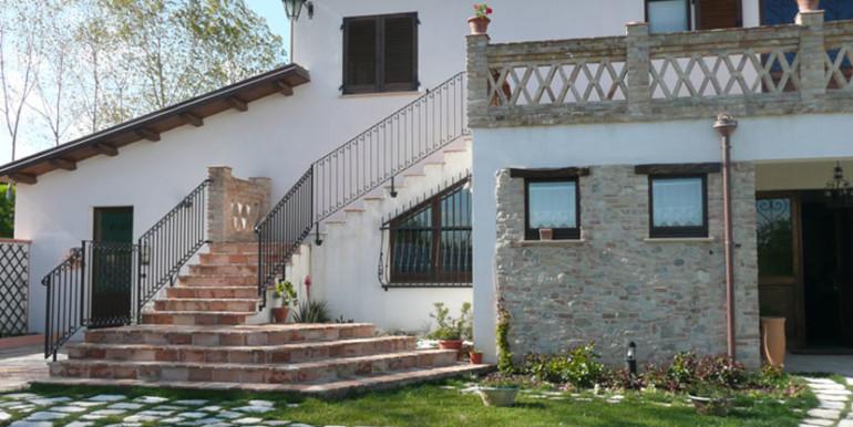 country-house-piscina-collina-rosburgo-immobiliare-46