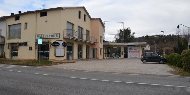 R38_pianura_vomano_locale_commerciale_1