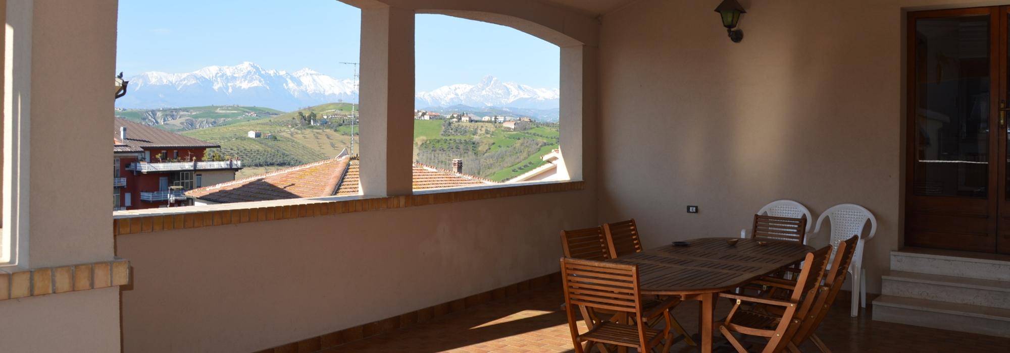 Casa semi indipendente nel centro storico di Casoli di Atri – R44