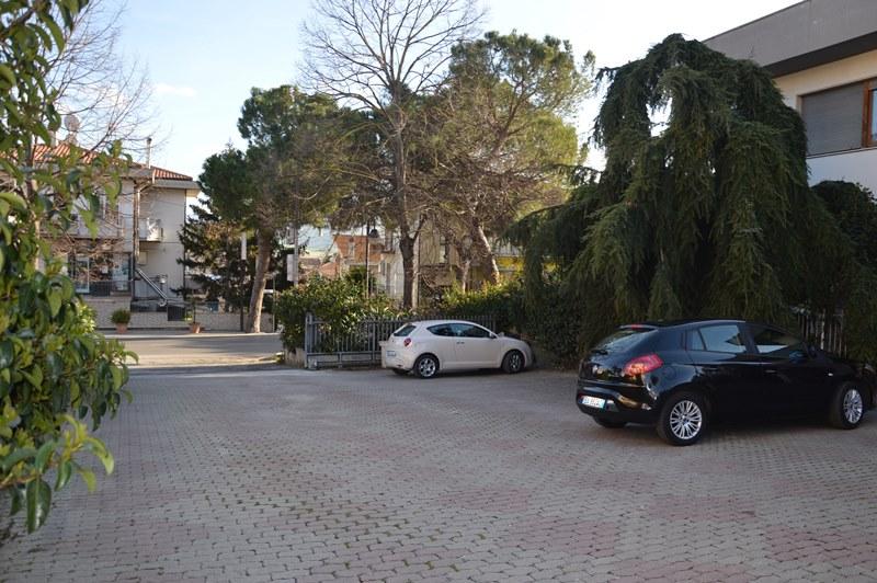 Villa con ampio terreno a Pagliare di Morro D'Oro – R27