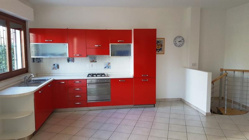 Appartamento su due livelli in residence con piscina – P07