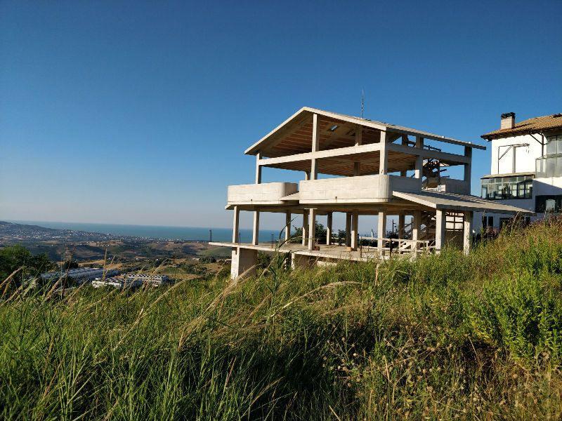 Villa singola da ultimare con splendida vista mare – A02