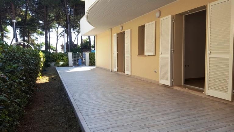 Appartamento al P.T. con garage in nuovissimo complesso FRONTE MARE – R07A