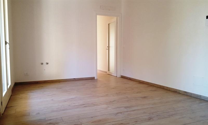 Appartamento al piano terra con garage in complesso residenziale fronte mare – R07B