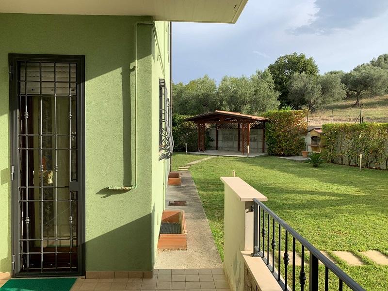 Appartamento con ampio giardino privato, garage cantina R67